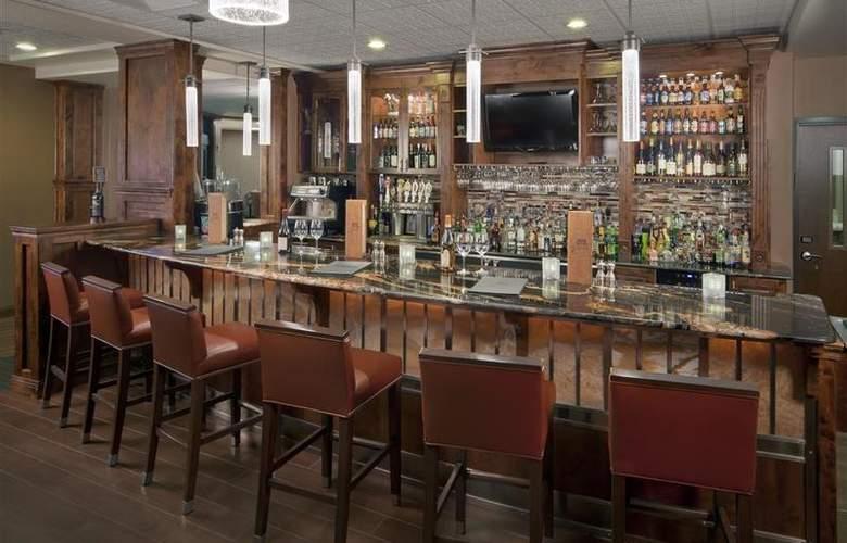 Best Western Ivy Inn & Suites - Bar - 75