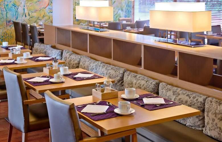 Monica - Restaurant - 12