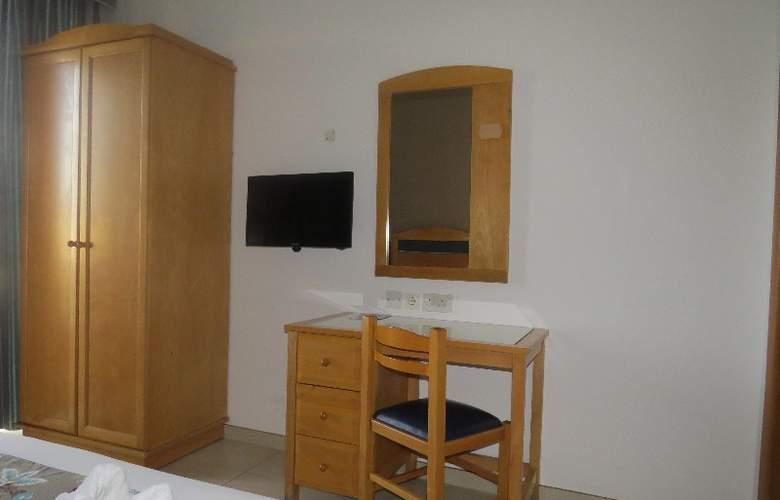 115 The Strand Aparthotel - Room - 4