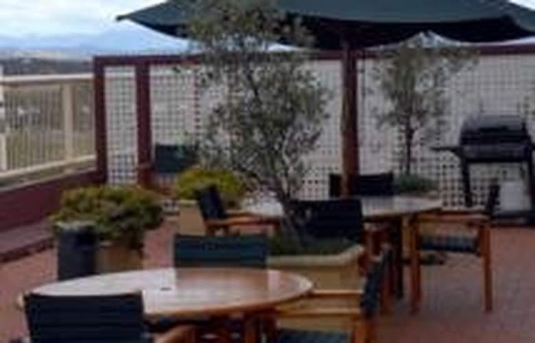 Waldorf Apartment Hotel Canberra - Terrace - 8