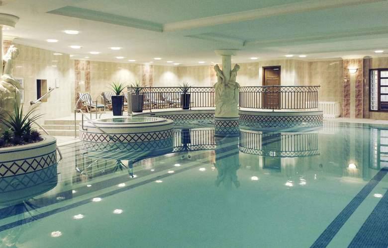 Mercure Dartford Brands Hatch Hotel & Spa - Pool - 2