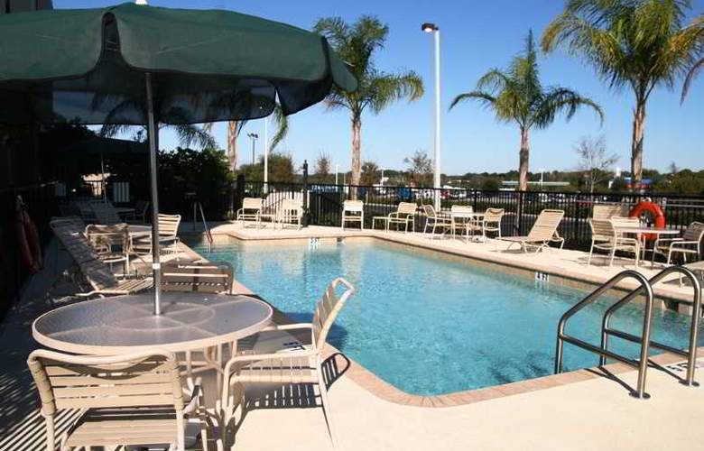 Hampton Inn & Suites Tampa-East - Pool - 14