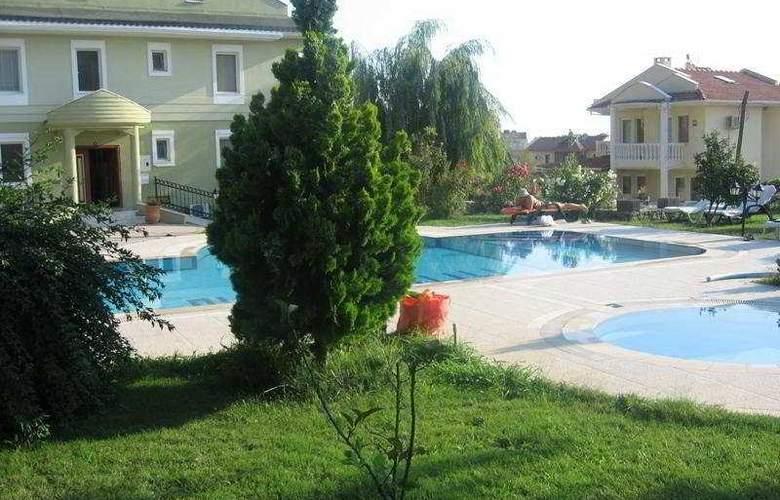 Halcyon Days Hotel - Pool - 5