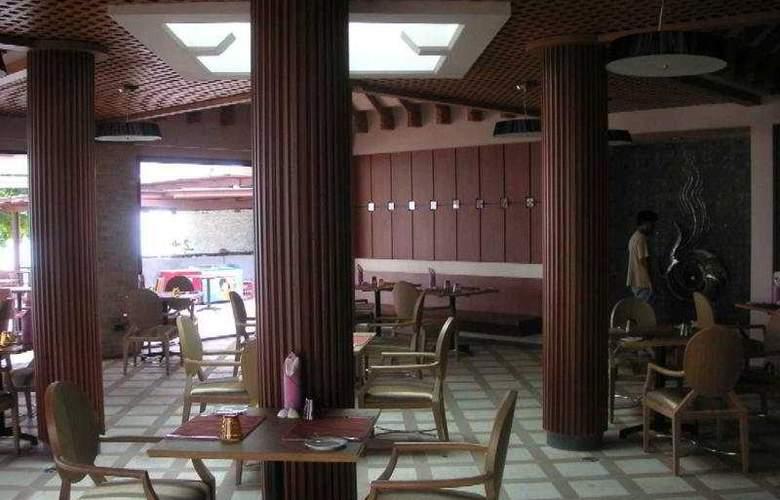 Weekender Resort - Restaurant - 10