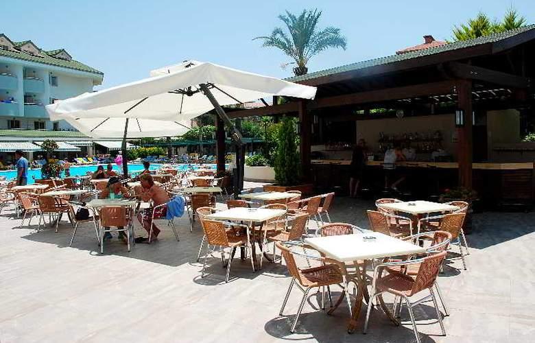 SIDE BREEZE HOTEL - Terrace - 19