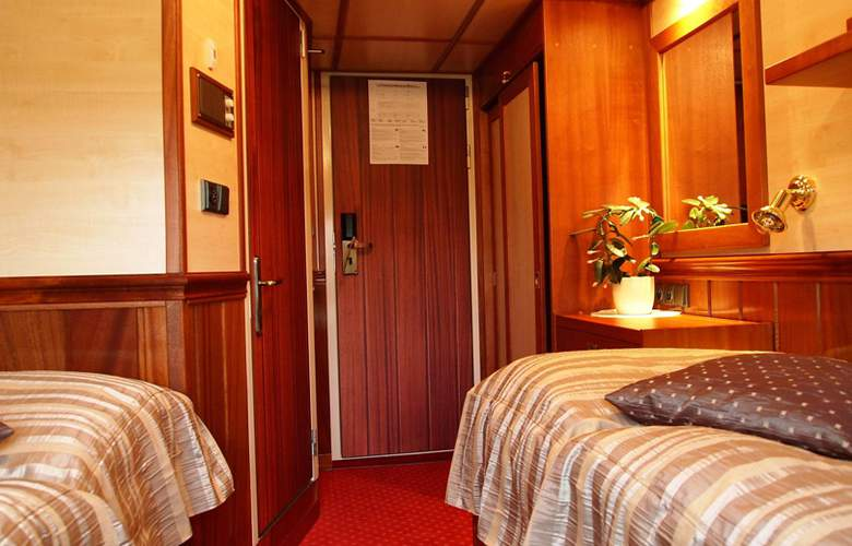 Florentina Boat - Room - 8