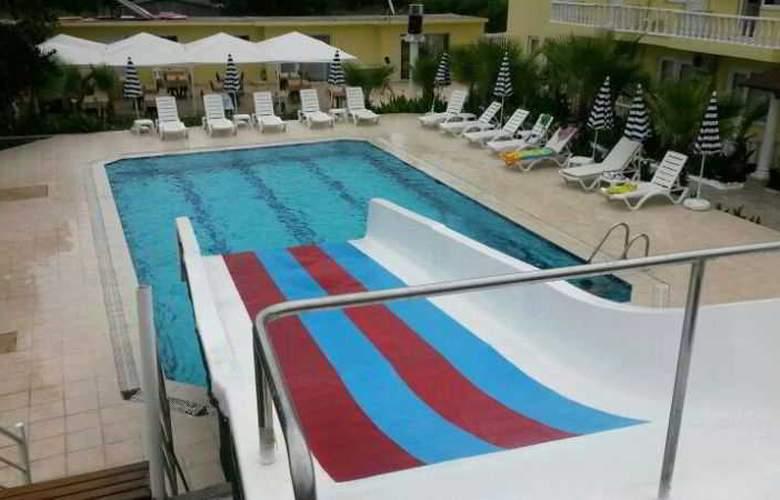 Paradise's Apple Hotel - Pool - 6