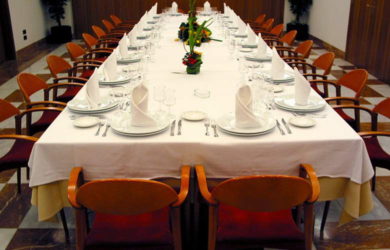 Zenit Diplomatic - Restaurant - 6