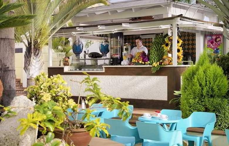 Gran Oasis Resort - Terrace - 9