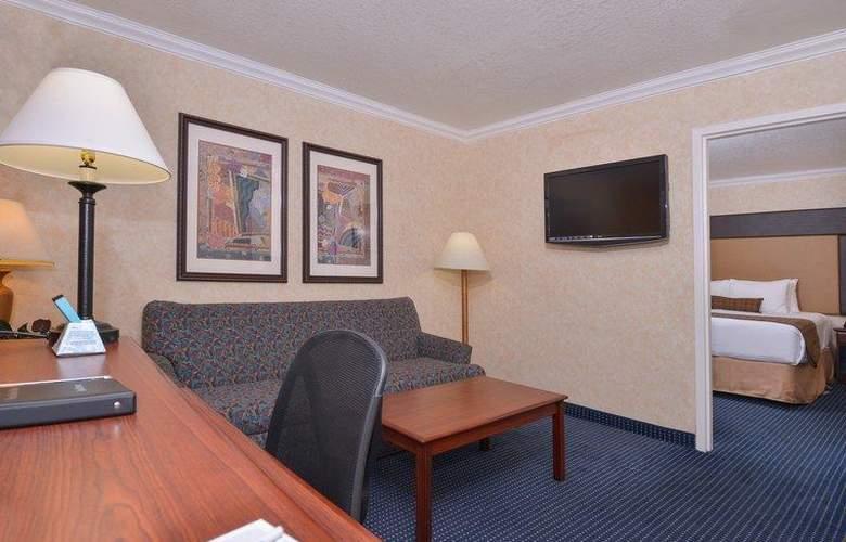 Best Western Plus Innsuites Phoenix Hotel & Suites - Room - 59