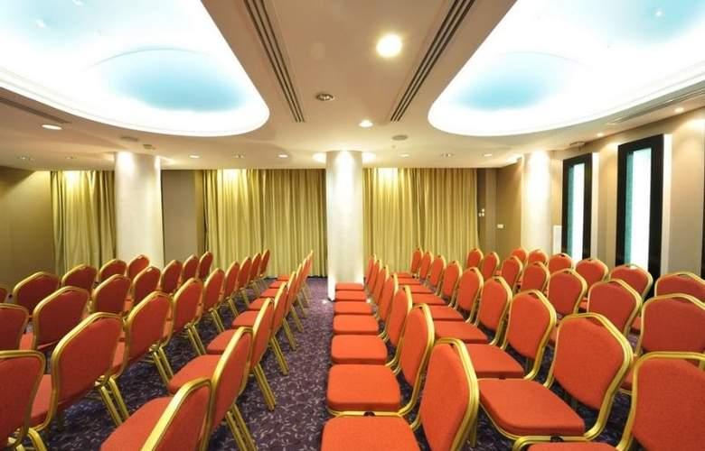 Minerva - Conference - 11