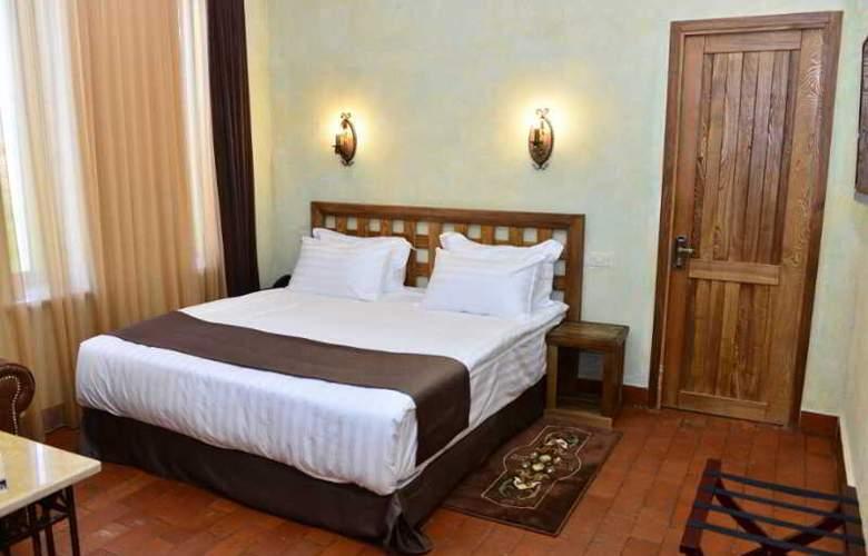 Caucasus - Room - 15