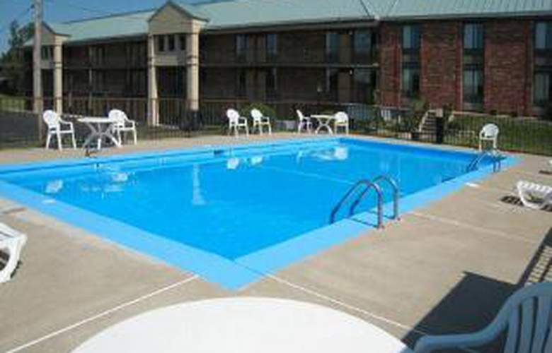 Quality Inn & Suites Springfield - Pool - 6