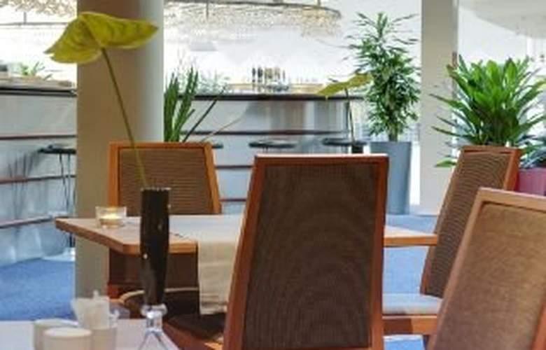 Radisson Blu Falconer Hotel & Conference Center - Bar - 5