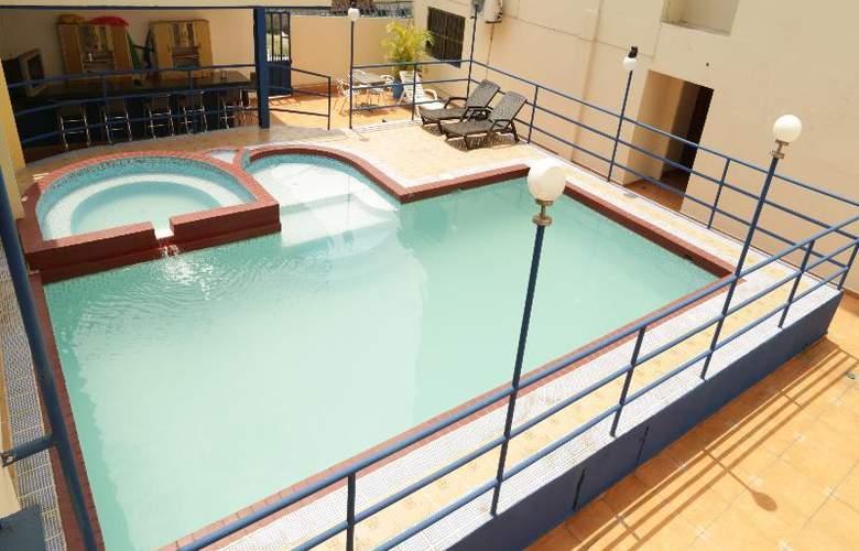 La Cresta Inn - Pool - 5