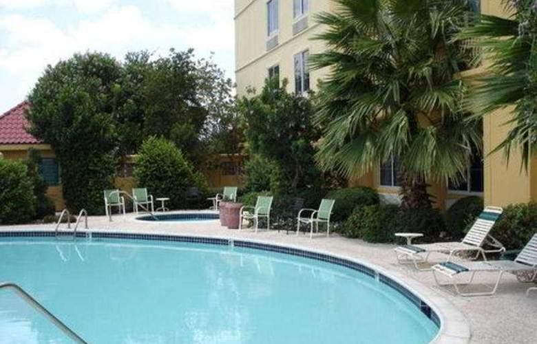 La Quinta Inn & Suites Austin Southwest at Mopac - Pool - 8