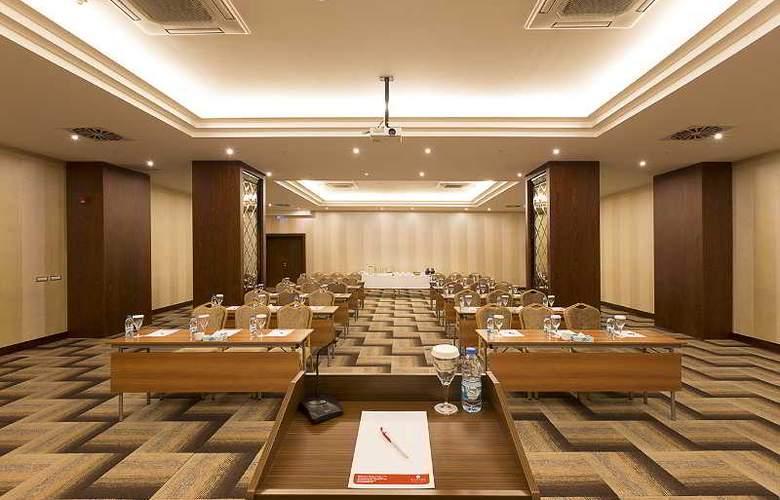 Ramada Hotel & Suites Atakoy - Conference - 25