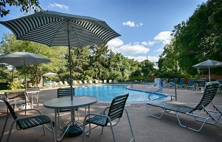 Best Western Woodbury Inn - Pool - 46