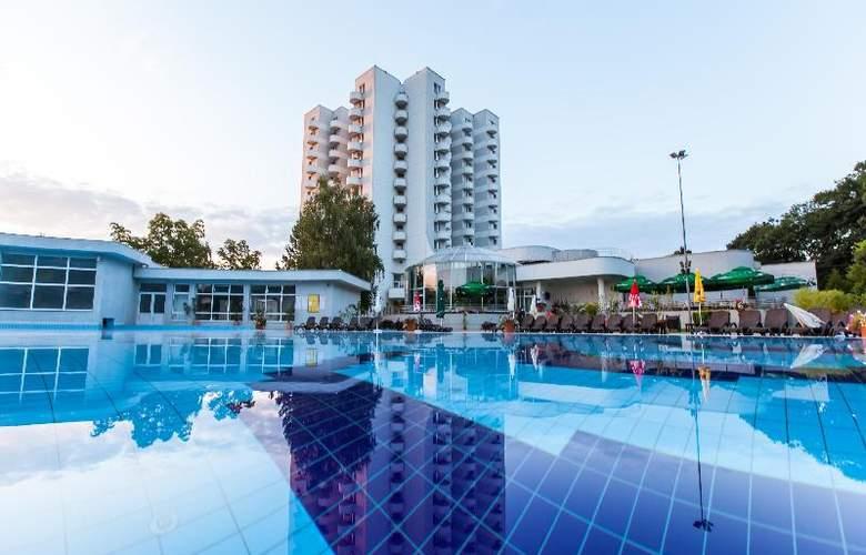 International - Pool - 12