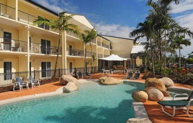 Cairns Queenslander Apartments - Pool - 11