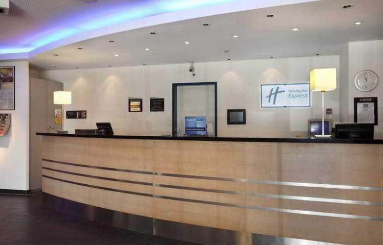 Holiday Inn Express Geneva Airport - General - 1