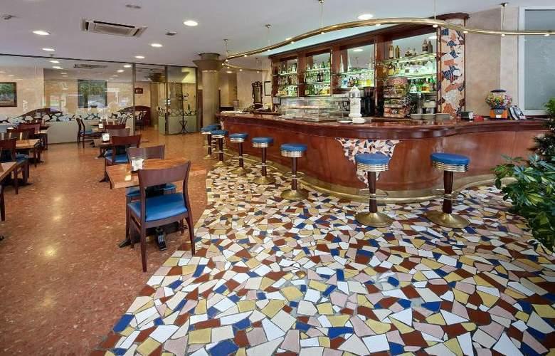 Gaudi - Restaurant - 12