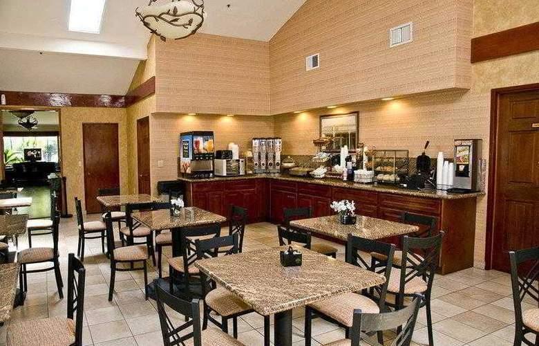 Best Western Plus Forest Park Inn - Hotel - 12