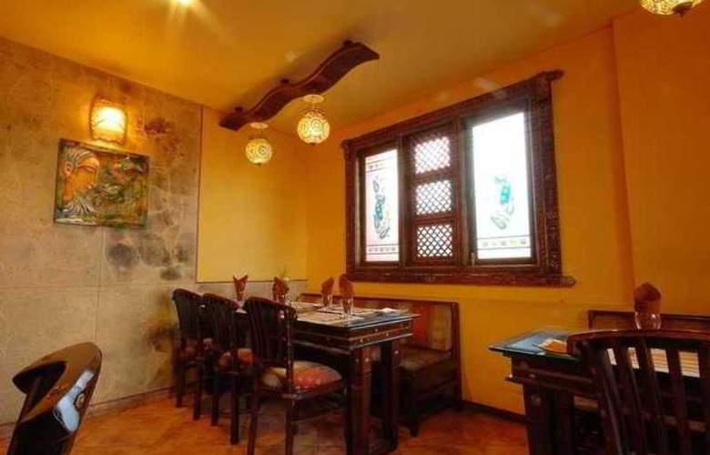 Hotel Royalty - Restaurant - 12