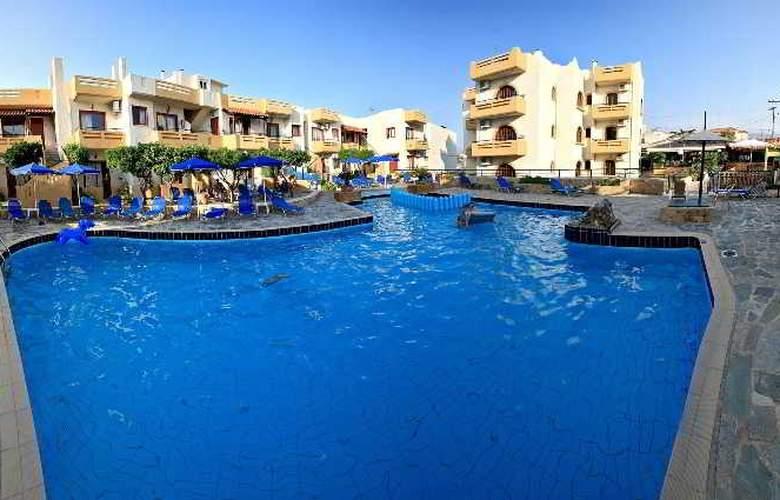 Paradise Apartments - Pool - 7