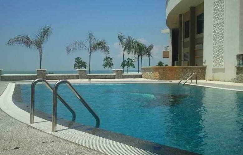 The Zuk Hotel - Pool - 0