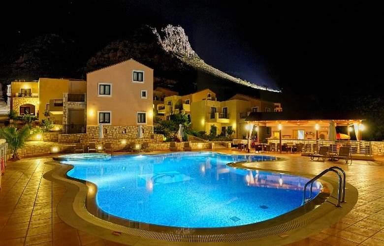 Pilot´s Villas Luxury Suites - Pool - 10