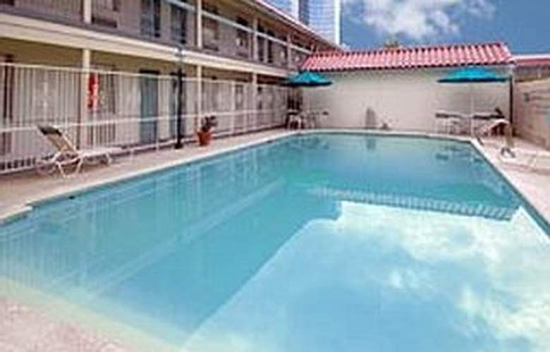 La Quinta Inn New Orleans Causeway - Pool - 4