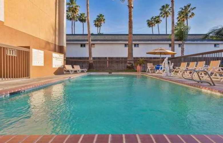 Hampton Inn Bakersfield-Central - Hotel - 7