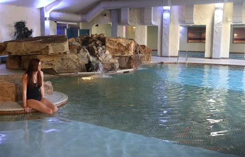 Best Western Park Hall - Pool - 235