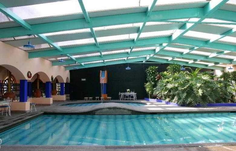Jeroc´s Plaza - Pool - 1