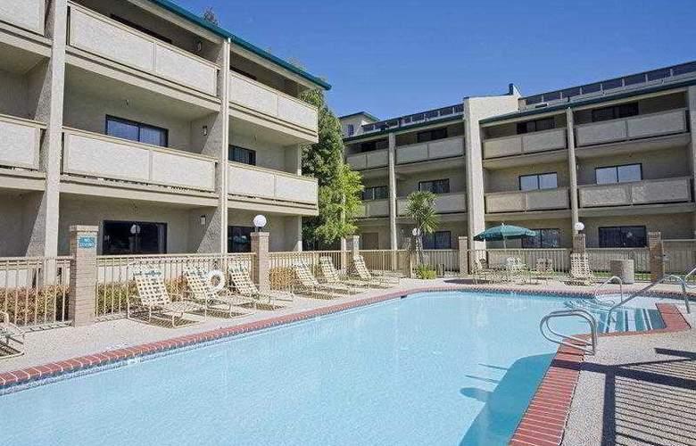 Best Western Plus Forest Park Inn - Hotel - 14
