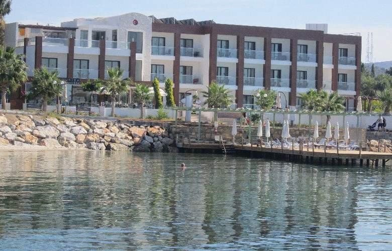 Small Beach Hotel - Hotel - 0