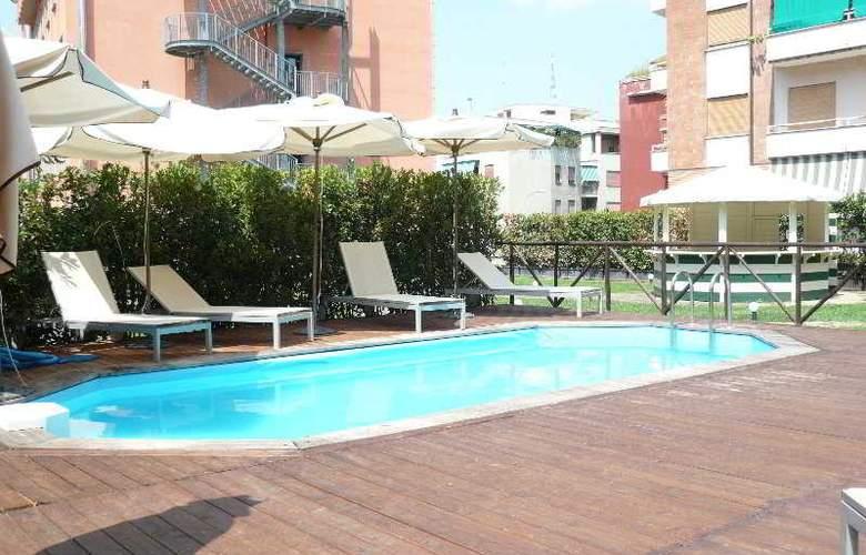Grand Hotel Tiberio - Pool - 3