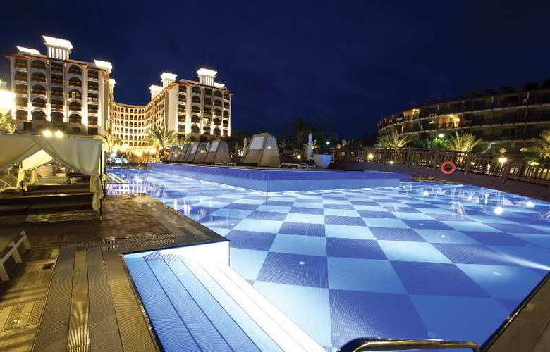 Quattro Beach Spa & Resort Hotel - Pool - 16
