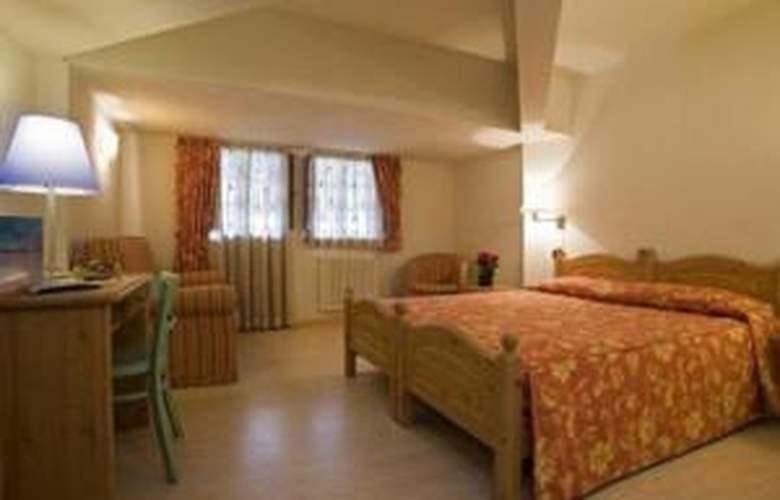 Hotel Mont Blanc - Room - 19