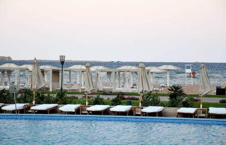 Premier Le Reve Hotel & Spa - Beach - 5