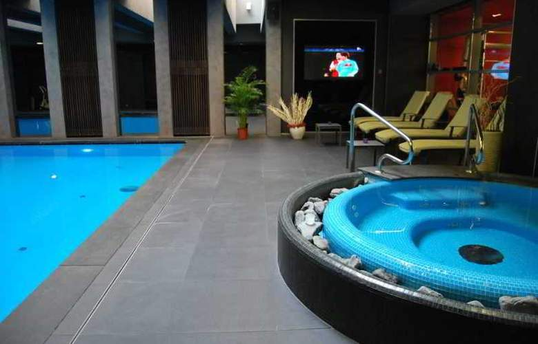 Bliss Hotel and Wellness - Pool - 2