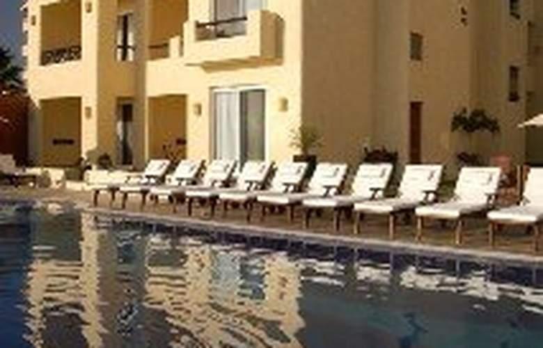 Torrenza Boutique Resort - Pool - 10
