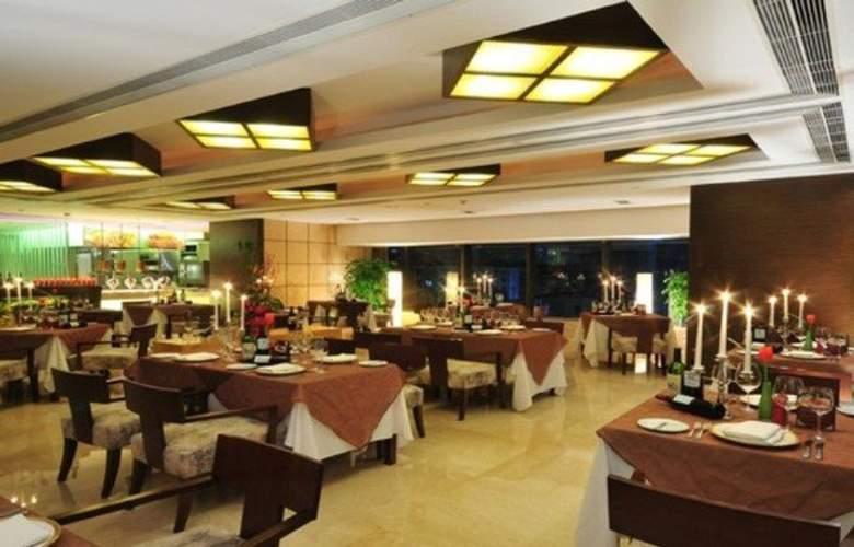 The Eton - Restaurant - 6