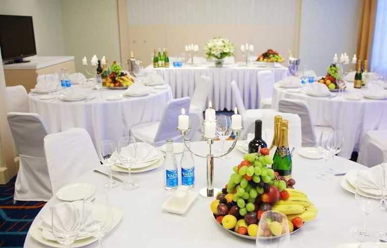 Park Inn Astrakhan - Restaurant - 4