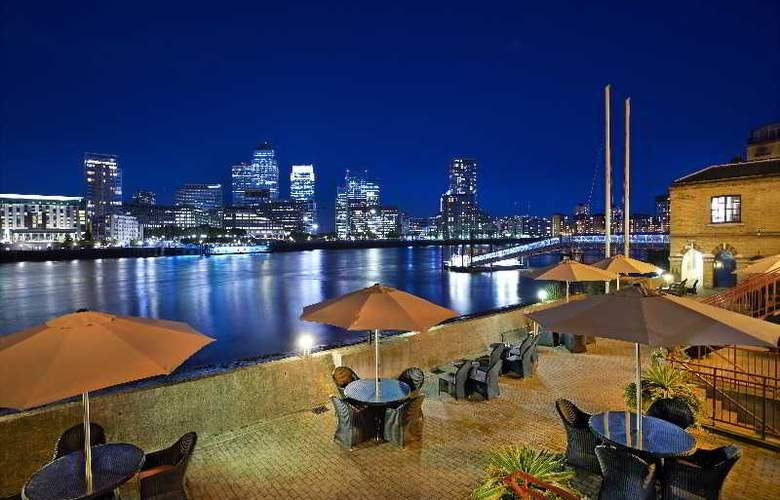 Hilton London Docklands Riverside - Pool - 3