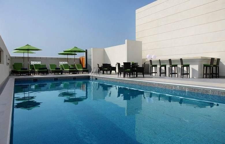 Cosmopolitan Hotel Dubai - Pool - 6