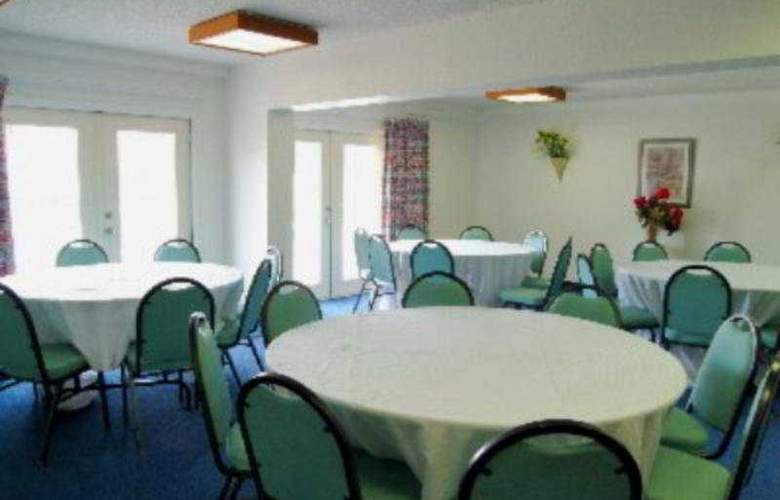 Economy Inn Clearwater - Restaurant - 8