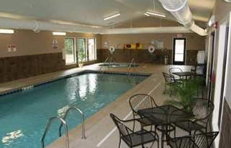 Hampton Inn Lansing - Pool - 5
