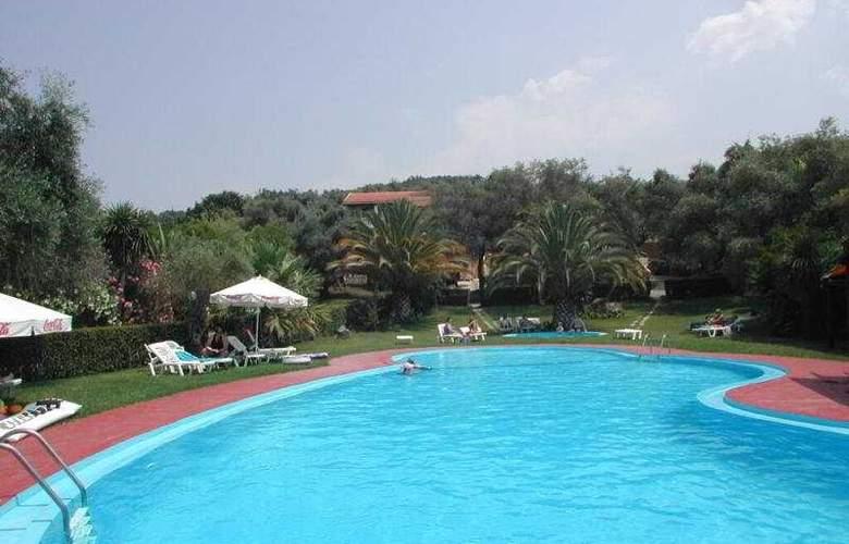 Sun Apartments - Pool - 7